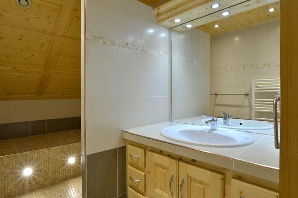 salle de bain appartement à Châtel